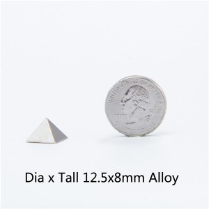 D1258 Pyramid Screwback Spikes 12.5x8mm 100pcs/bag