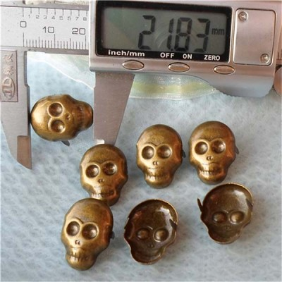 A047 Skull Shaped Studs 22x16mm 100pcs/bag