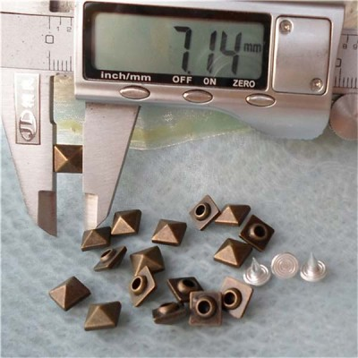 K030 Pyramid Alloy Rivets 7mm 100pcs/bag