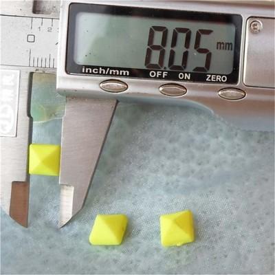 F029 Silver Pyramid Sewing Spikes 8mm 1000pcs/bag