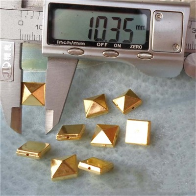 F030 Pyramid ABS Sew Spikes 10mm 1000pcs/bag