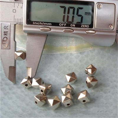 F032 Pyramid ABS Sew Spikes 7mm 1000pcs/bag