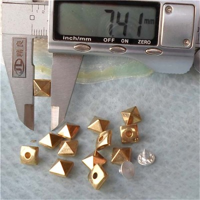 Q018 Colorful ABS pyramid Rivets 7.5mm 1000pcs/bag