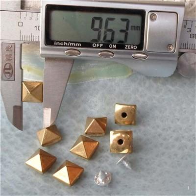 Q020 Plastic Silver Pyramid Rivets Rivets 10mm 1000pcs/bag