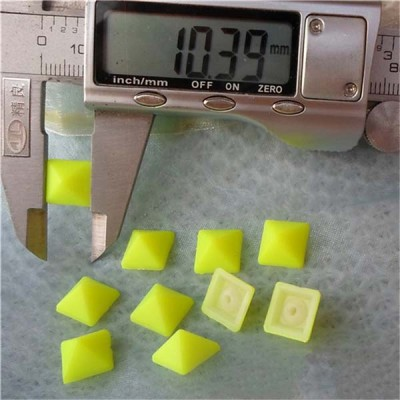 Q021 Plastic Pyramid Rivet 10mm 1000pcs/bag