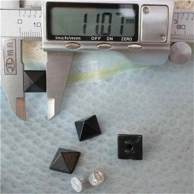 Q022 Plastic Pyramid Rivets 11mm 1000pcs/bag