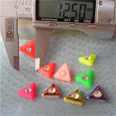 Q088 Triangle Shaped Rivets 14x4mm 1000pcs/bag