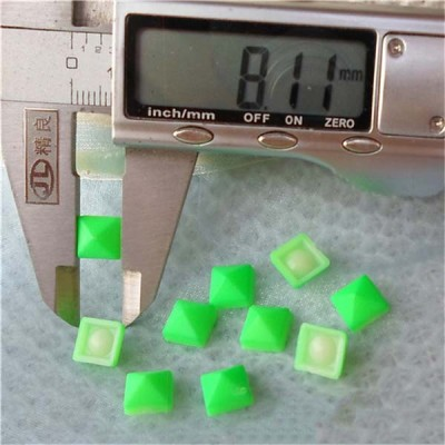 Q117 Pyramid Plastic Rivets 8mm 1000pcs/bag