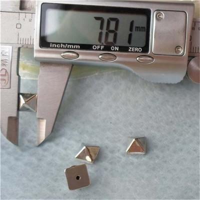 Q118 Pyramid Plastic Rivets 8mm 1000pcs/bag