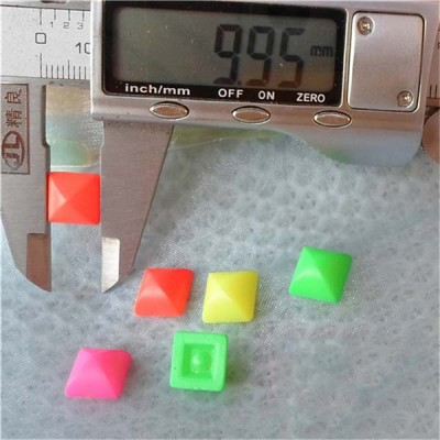 Q137 Yurt Pyramid Plastic Rivets 10mm 1000pcs/bag