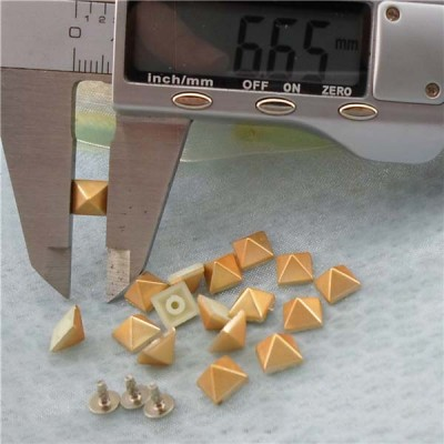 Q176 Pyramid Plastic Rivets 7mm 1000pcs/bag
