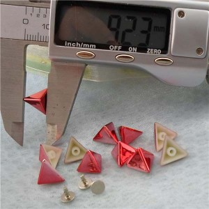 Q196 Triangle Plastic Rivets 11x7mm 1000pcs/bag