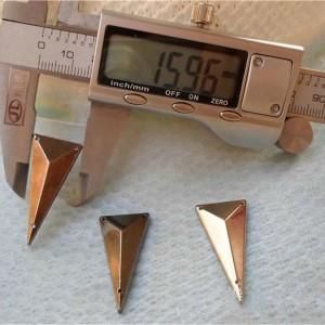 SFSJ-0034 Triangle Shaped Sew Spikes 34.5x16mm 100pcs/bag