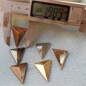 SFSJ-003425 Triangle ABS Sew Spikes 25x19mm 1000pcs/bag