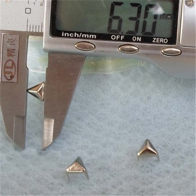 ZDSJ-0007 Silver Triangle Studs(iron/brass) 6.3mm 1000pcs/bag