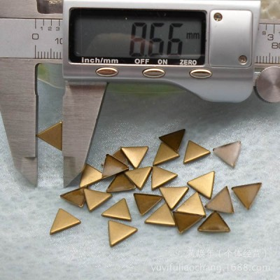 X168 Metal Triangle  Hot Fix nails 10X1mm 5000pcs/Bag