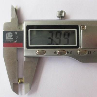 XX3990 Metal Pyramid Hot Fix nails 4x1.5mm 5000pcs/Bag