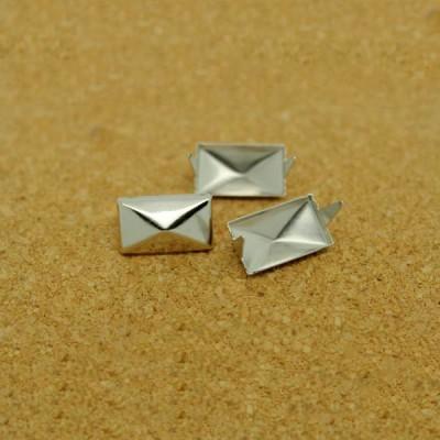 D101 Pyramid Iron/Brass Studs 9x15mm 1000pcs/bag