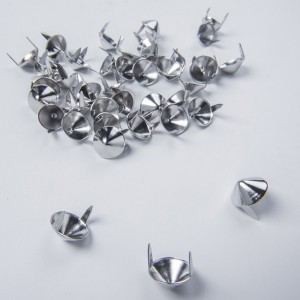 US77 Cone Studs English Stud Silver / 13.7 (Height) x 6 (Dia) x 7 (Prong Length) in mm