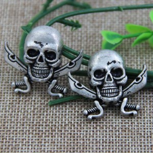 G019 Double Knife Skull Rivet  33x29mm,23x21mm 100pcs/bag