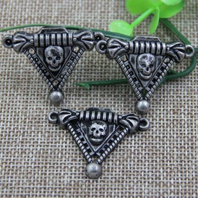 G074 Triangle Skull Sew Spikes 36mm 100pcs/bag