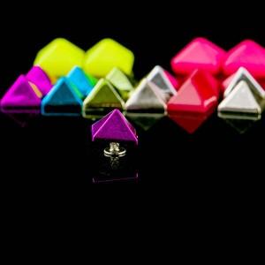 Pyramid rivet stud